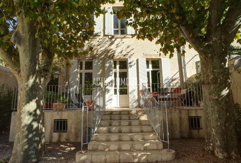 A vendre maison de maitre avec grand jardin au centre for Maison salon de provence