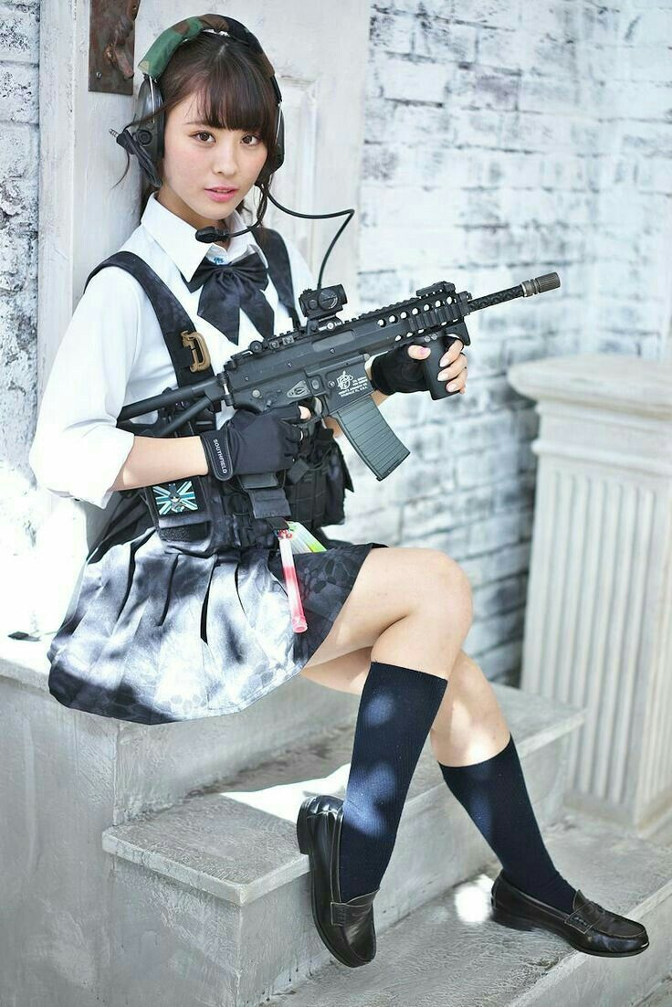 Situation Japanese girls with airsoft guns shooting please