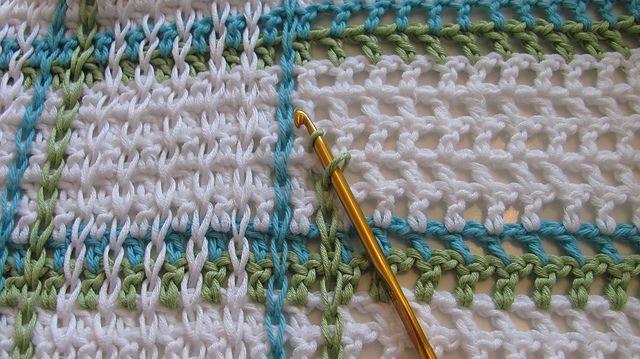 Manta con Cadenetas de Crochet por encima del punto - Patrones ...
