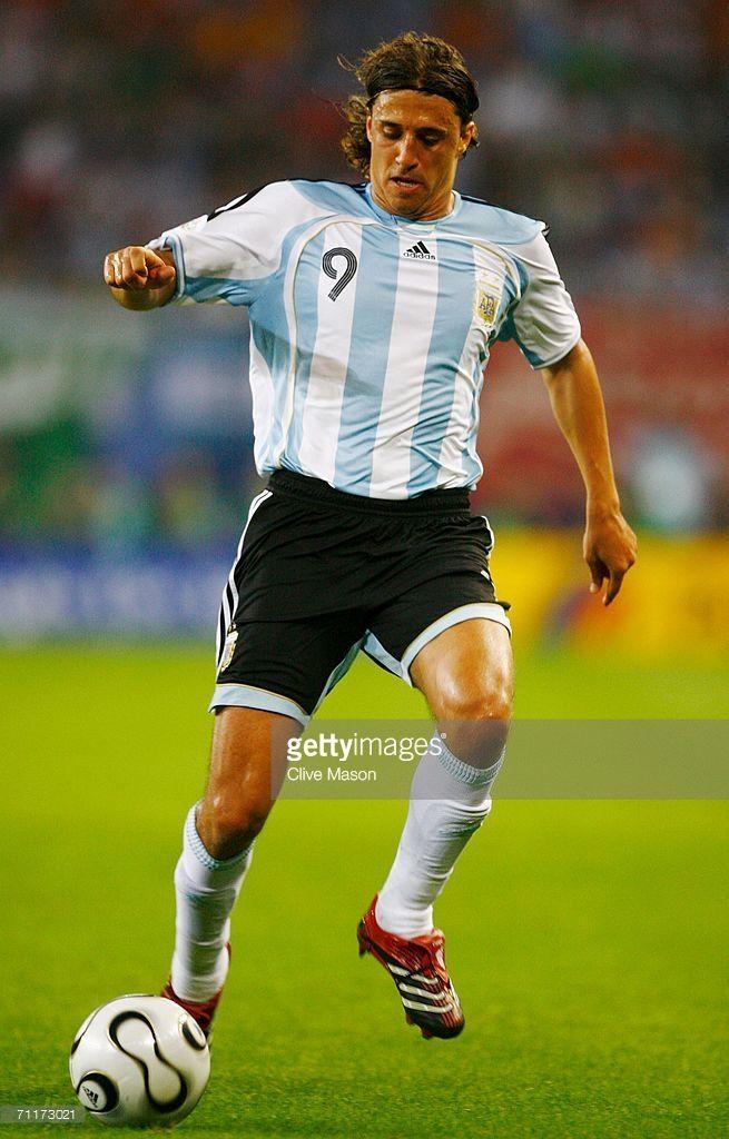 Hernan Crespo Of Argentina Runs With The Ball During The Fifa World Hernan Crespo Fifa Fifa World Cup