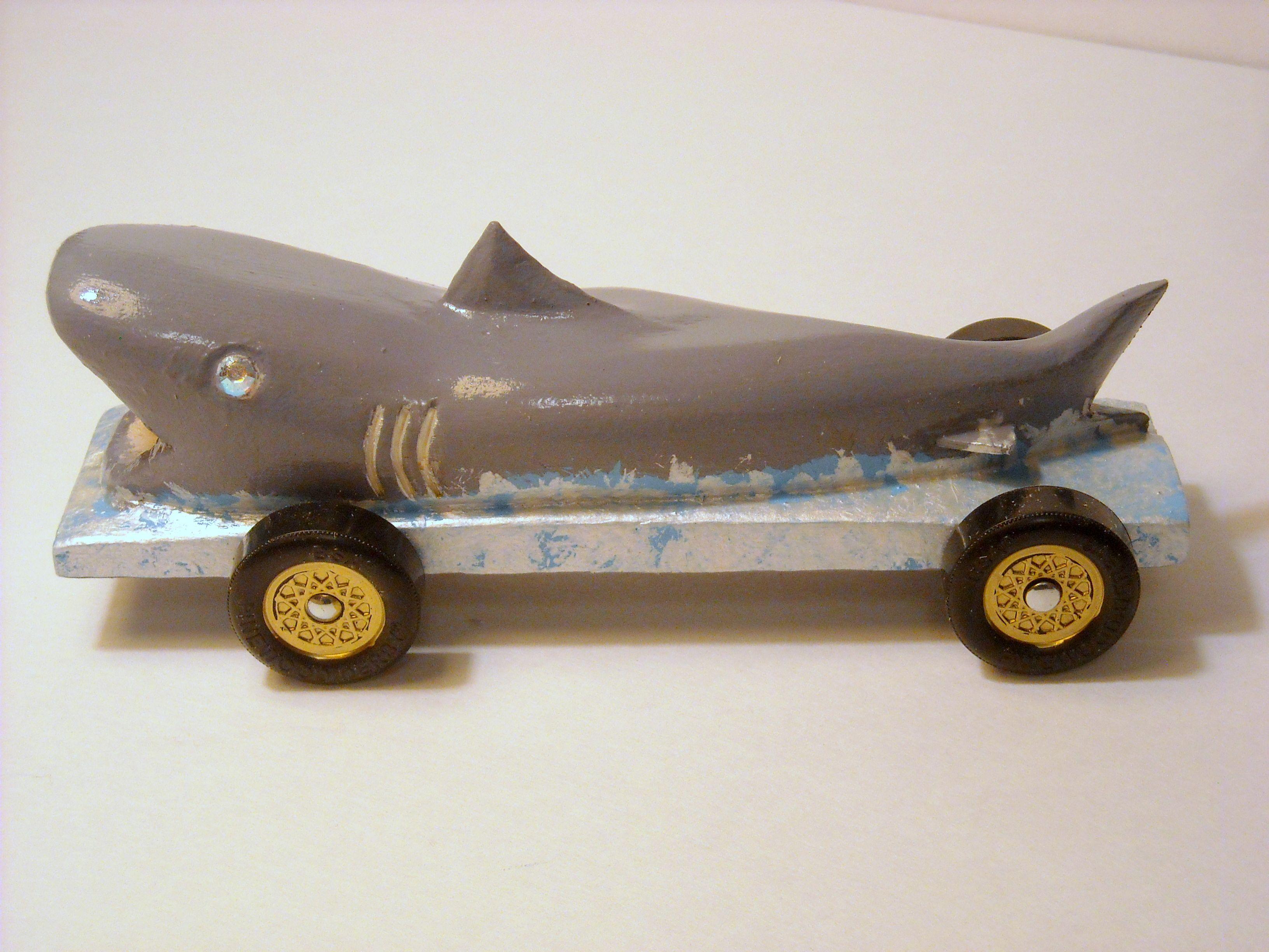 Famoso Plantilla De Madera De Pino Derby Shark Inspiración ...