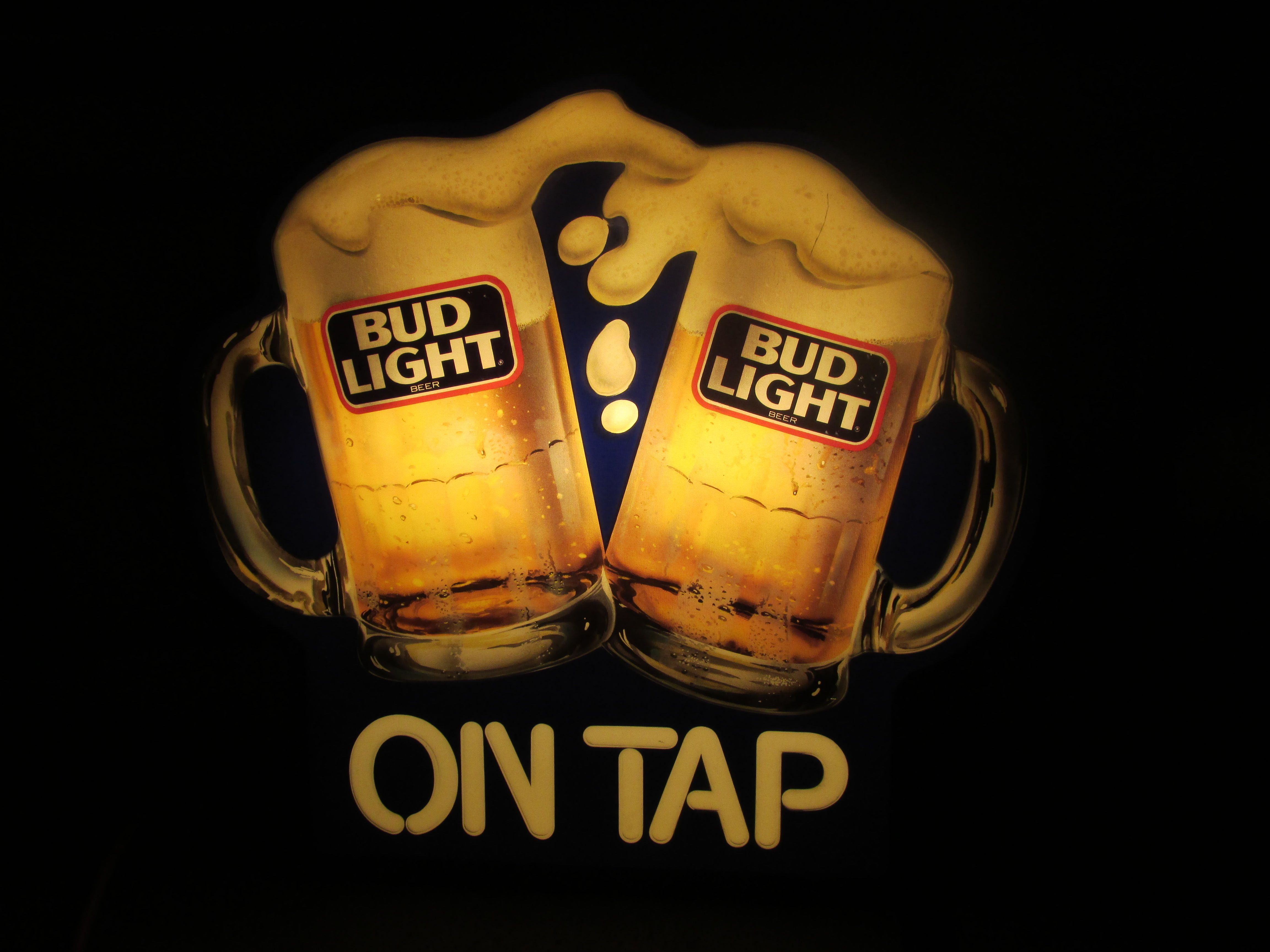 """BUD LIGHT \""""On Tap\"""" Frosted Mugs Lighted Bar Sign, circa"""