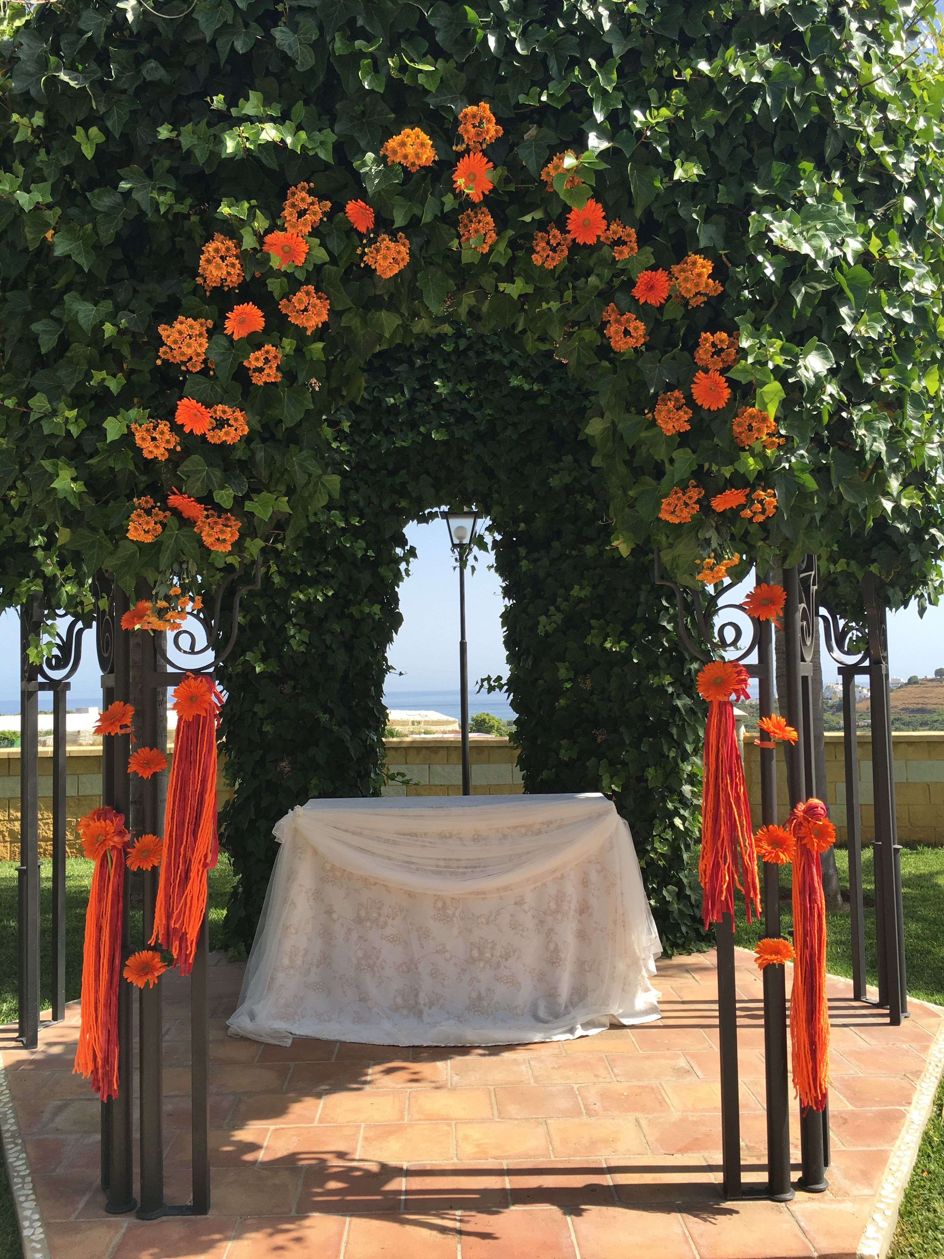 Spanish Wedding Planner. Beautiful Wedding Ceremony Arch