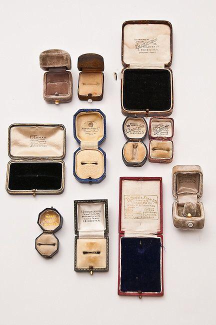 Vintage Velvet Jewelry Ring Box