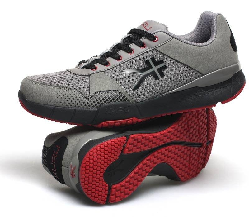 The Most Comfortable Sneakers panosundaki Pin