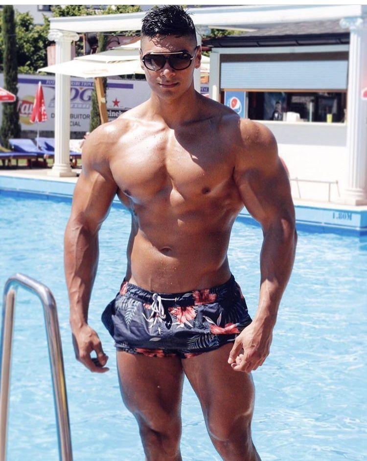 Gay rumanian muscle men