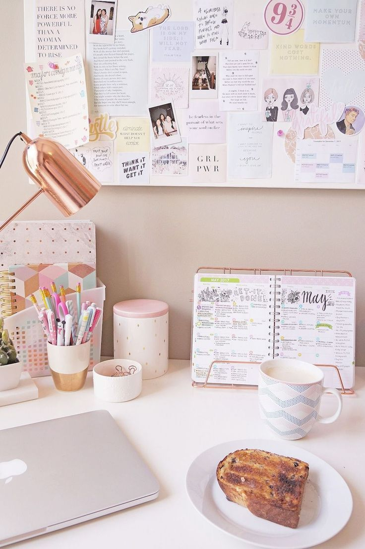 Chic home office decor ideas. Cute office desk with rose