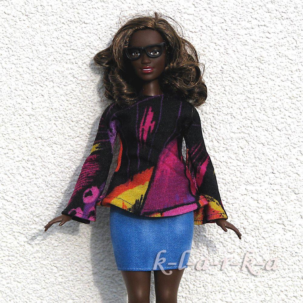 Halenka+pro+paneku+Barbie+i+baculku+Halenka+z+elastické+látky+se+zvonovými+rukávy+na+Barbie.+Je vhodná+jak+na+běžnou+Barbie,+tak i+baculku+(Curvy+Barbie).+Vzadu+suchý+zip.+(panenka+se+neprodává+je+pouze+modelka)+3+