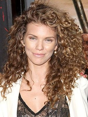 Curly Cues: Annalynne McCord #hair