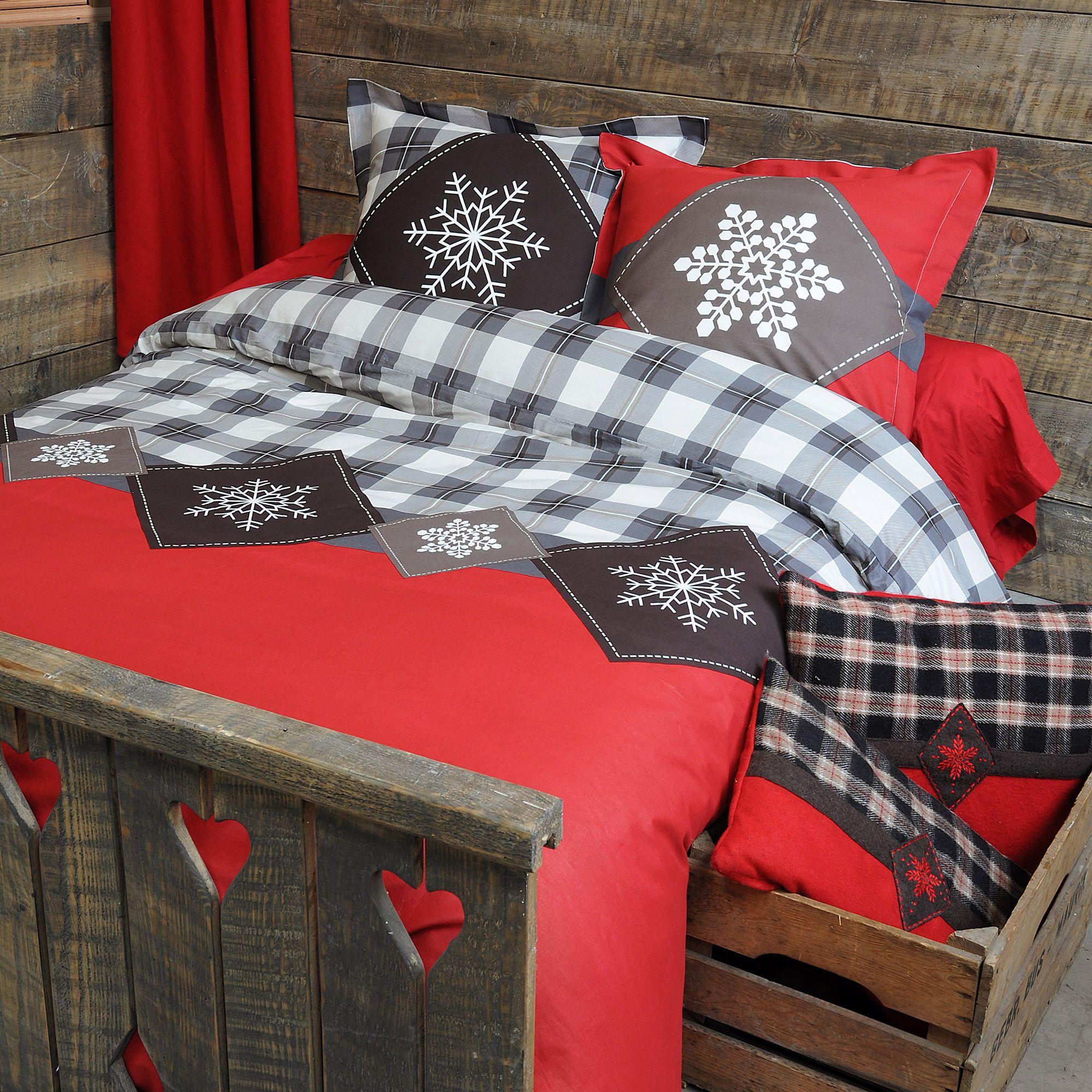 Du Rouge Des Carreaux Esprit Chalet De Montagne Pour Lit Douillet Idees De Meubles Housse De Couette Decoration Maison