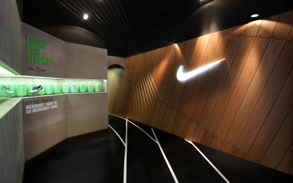 Barcelona nike olympic games pop up store by blanca beltz for Nike barcelona oficinas