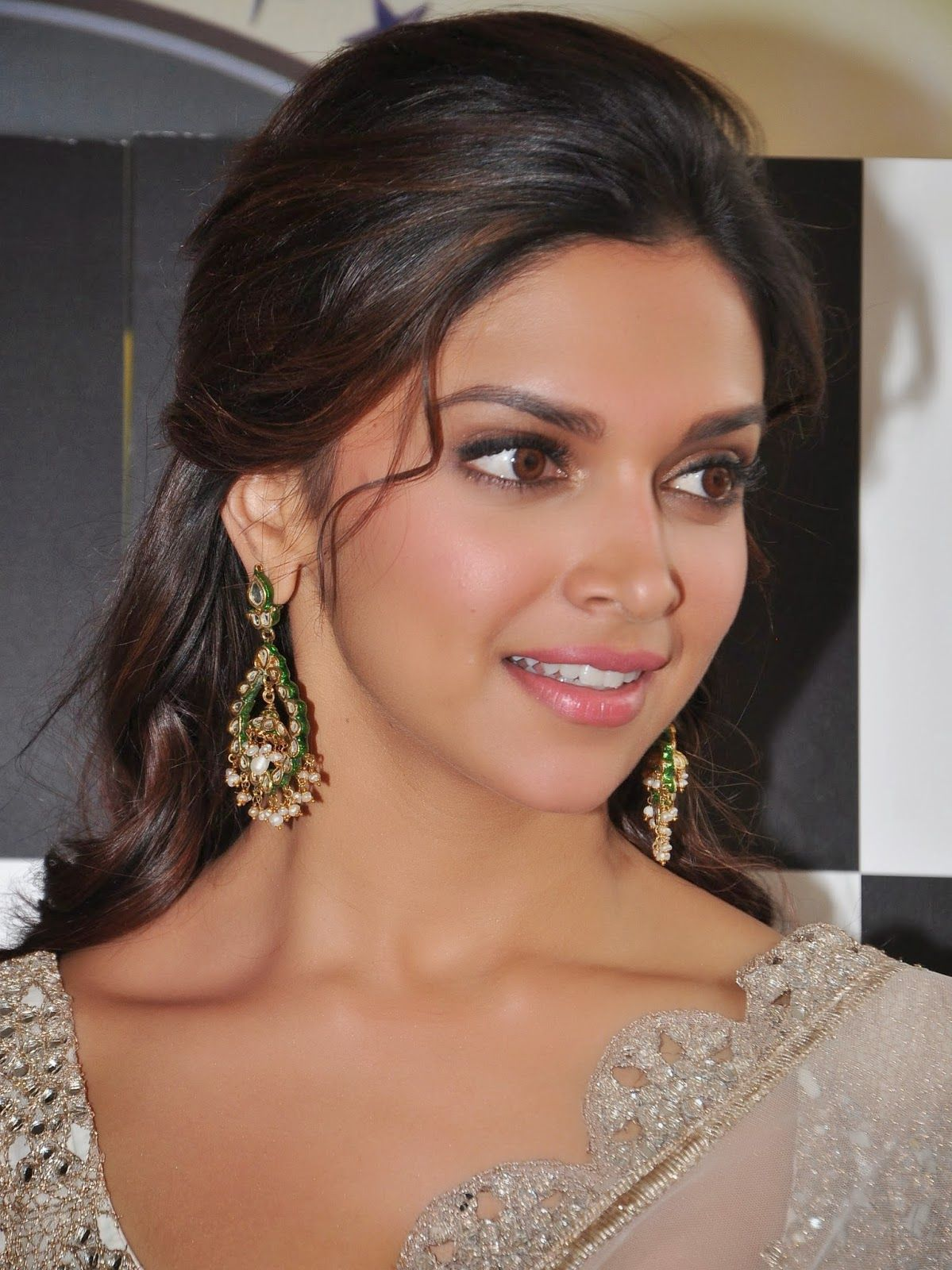 indian wedding hairstyle gallery%0A Deepika Padukone opts for a nude lip and a brown smokey eye with her beige      Indian Wedding HairstylesIndian