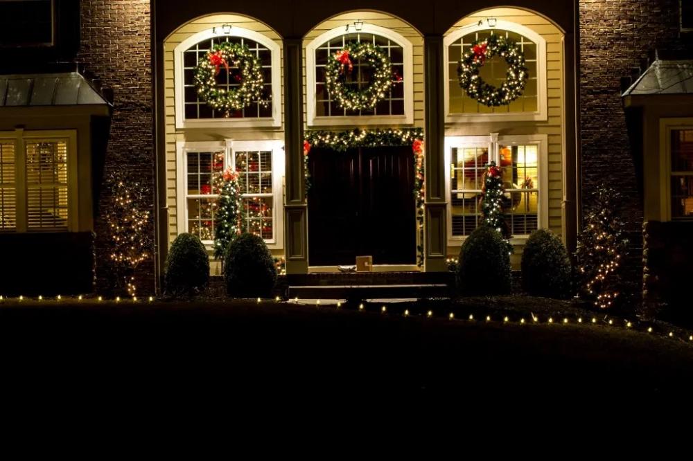 Pin by Mistletoe and Ivy on Christmas lights Christmas