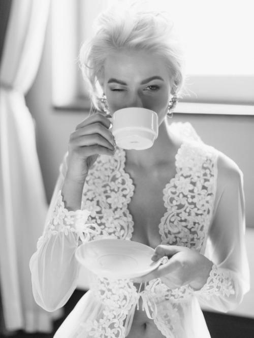 Good morning sunshine #coffee #monday #white #camillelavie