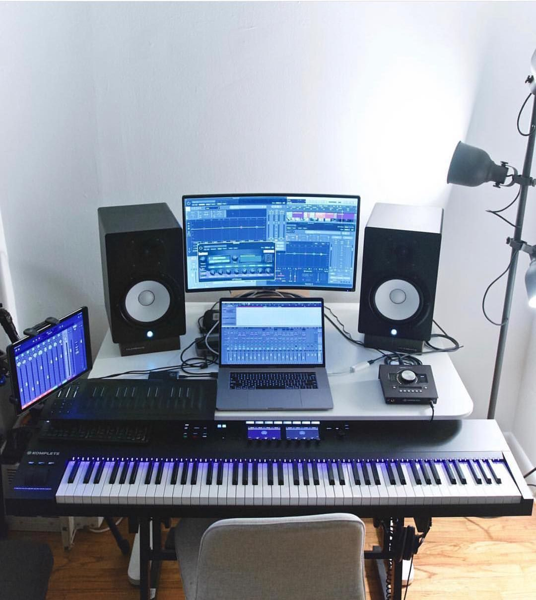 Pin By Miss Emmy Gibson On Musikzimmer In 2020 Music Studio Room Home Studio Music Home Studio Setup
