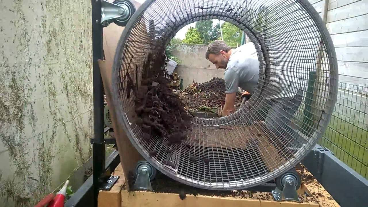 Compost sifter, engine driven