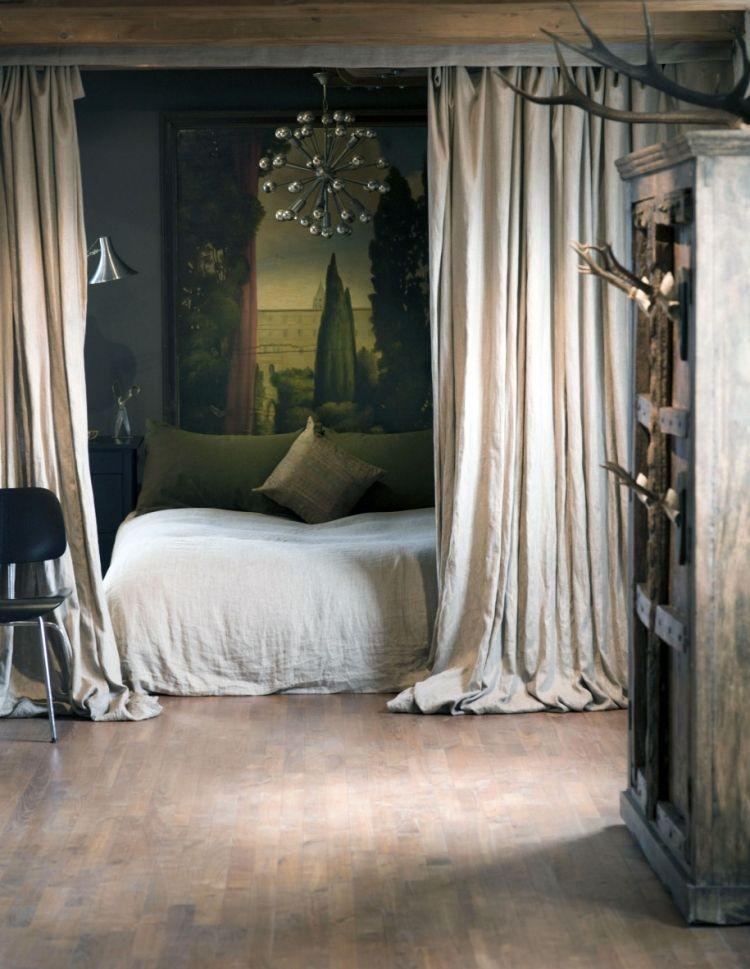 Raumteiler Schlafzimmer Vintage Vorhang Geweih Parkettboden Ausgenutzt