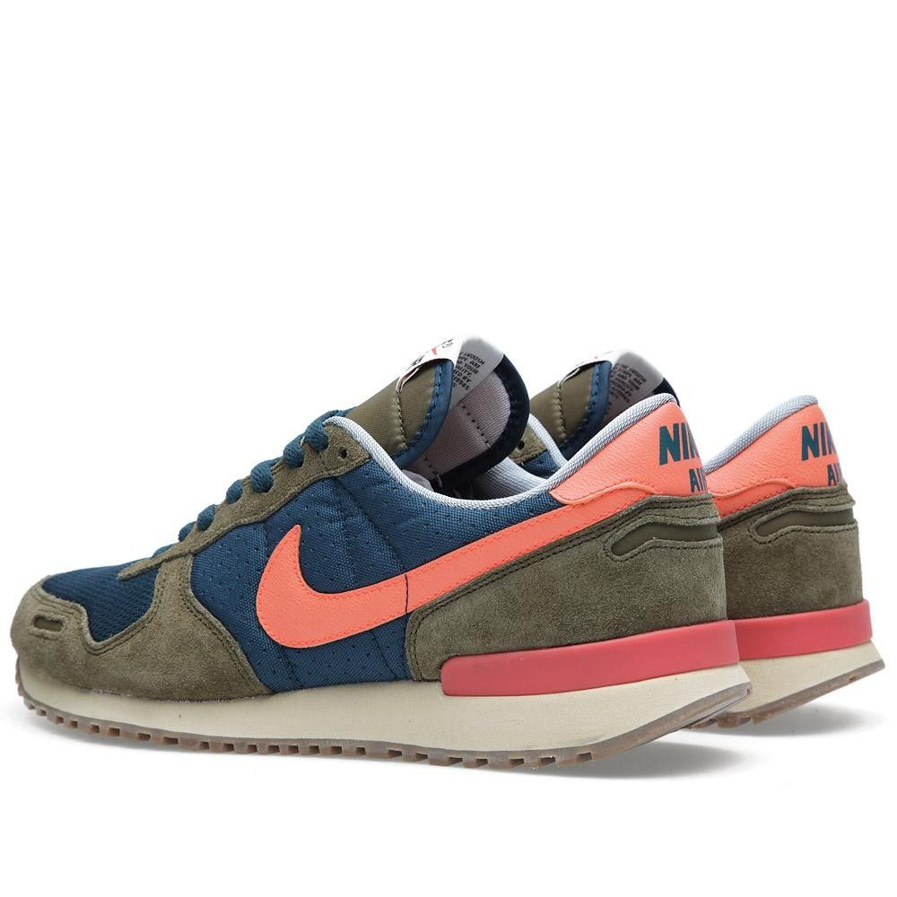 The Nike Air Vortex VNTG in Mid Turquoise / Total Crimson is
