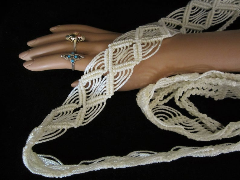 Tie it around dress accessory for Retro Hippie or Boho look skirt or loops of your retro-jeans! Macrame/' Belt Pearl-White Hand-Knotted