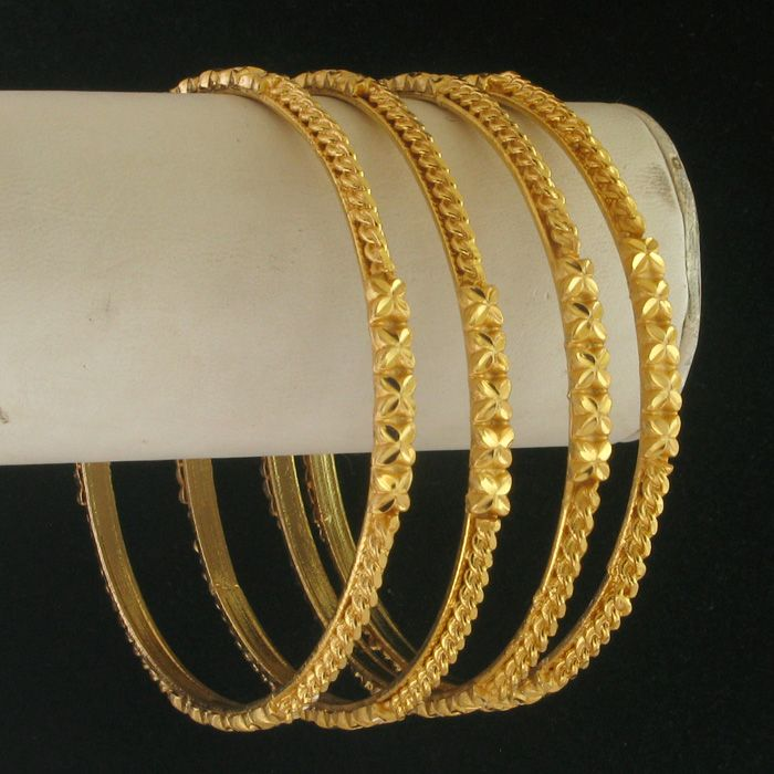 Not real gold....but not bad either...Bangle Size : 2.12 http ...