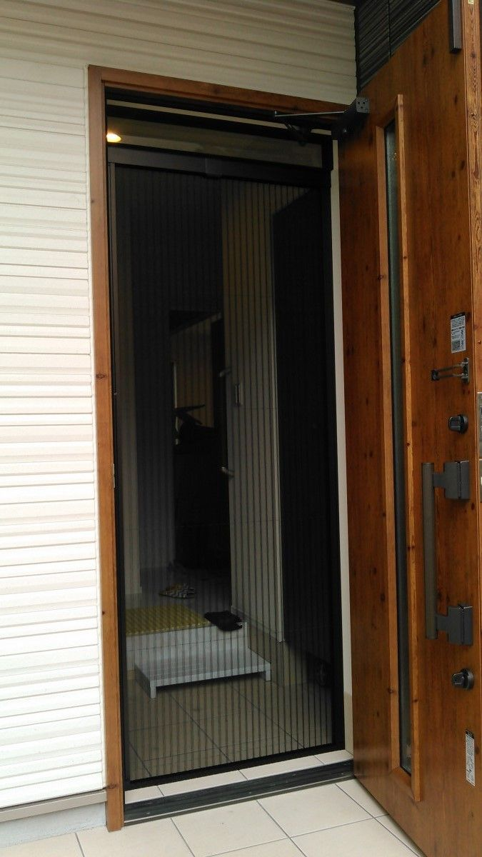 浦和区で玄関網戸の取り付け 洗面台やトイレ 給湯器 エアコンなどの交換なら便利屋handyman 網戸 玄関 ハウスクリーニング