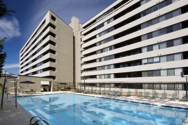 The Consulate Apartments In Washington Dc Apartments Com Apartment Design Renting A House Apartment