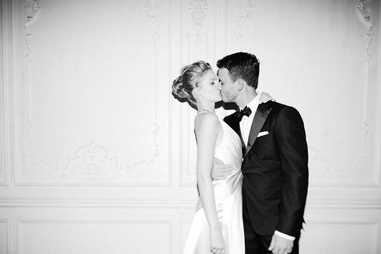 There is something so classic and so timeless about this black & white photo from Amanda Kho <3