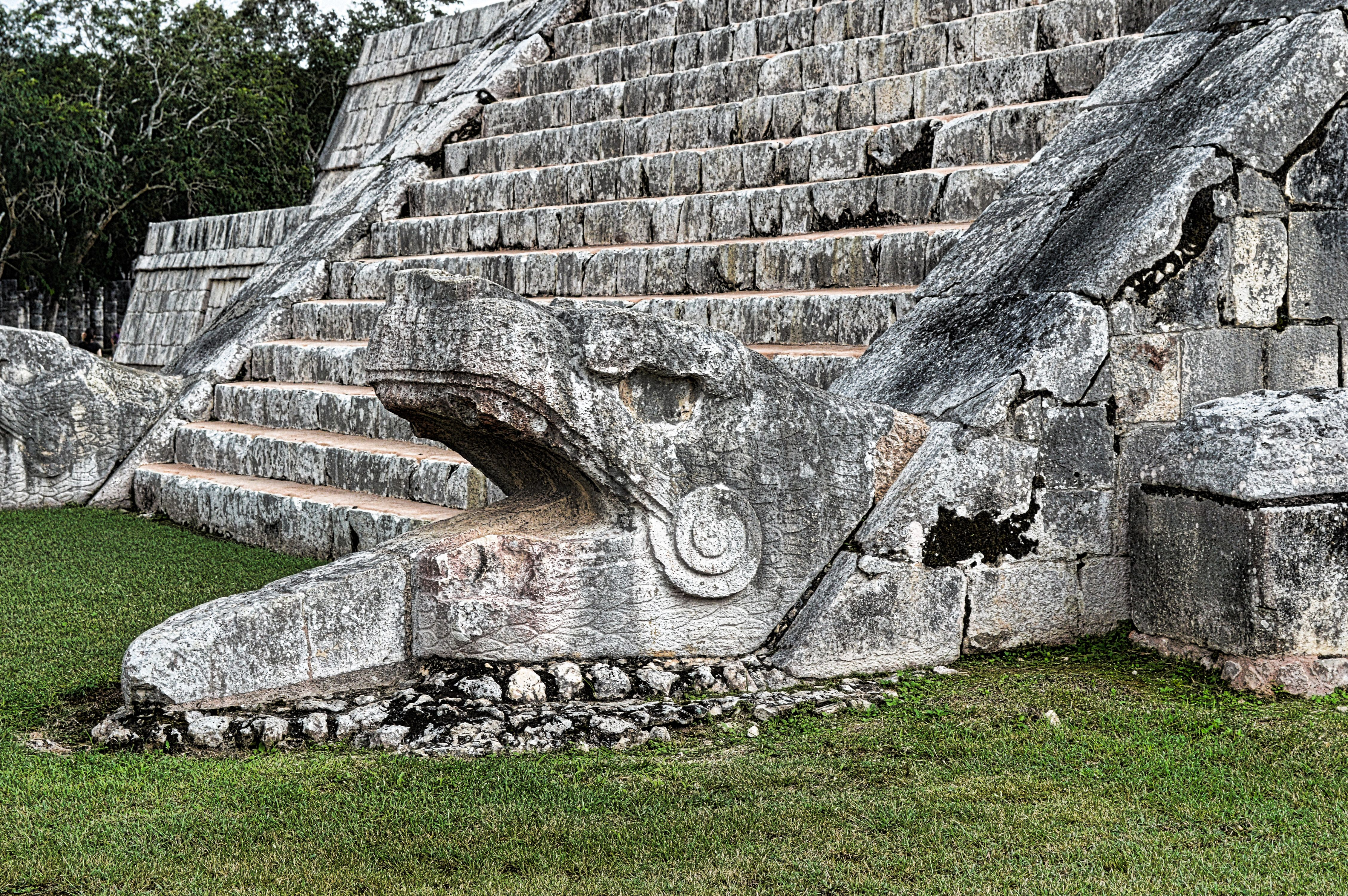 Chichen Itza Yucatan Serpent Head At The Foot Of The Pyramid  # Muebles Kukulkan