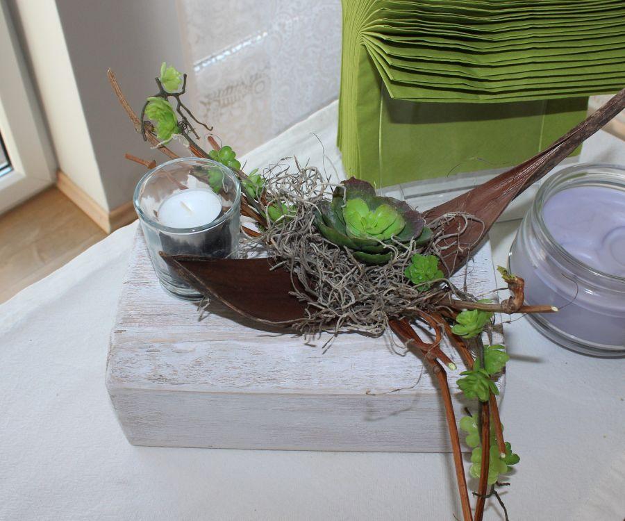 td57 tischdeko f r innen und aussen holzblock wei gebeizt dekoriert mit weinreben. Black Bedroom Furniture Sets. Home Design Ideas