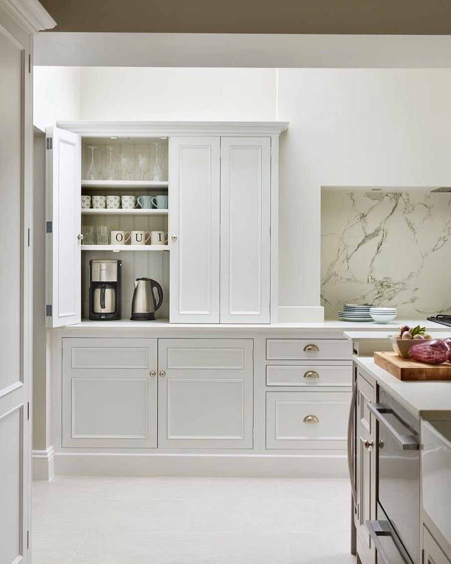 28 Likes 3 Comments Meagan Callahan Meagancallahan On Instagram Doesn T This Kitchen Just Say Hey Let S Kitchen Design Kitchen Remodel Kitchen Style