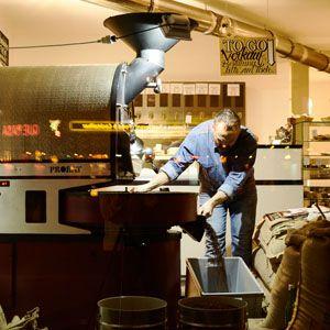 Barcomi's Kaffeerösterei :: Unser Röst-Meister bei der Arbeit - frisch gerösteter Kaffee vom Barcomi's.