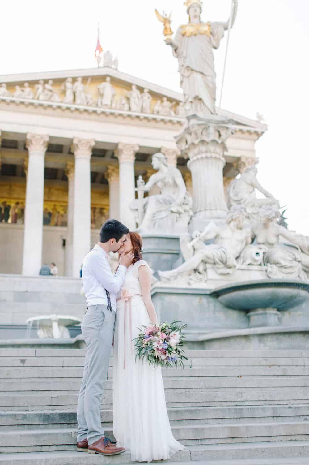 Ein After Wedding Shooting In Wien Mit Sarah Und David An Einem Traumhaften Tag Waren Wir Mit Den Beiden Im Hochzeitsfotograf Hochzeitsfotos Hochzeitsoutfit