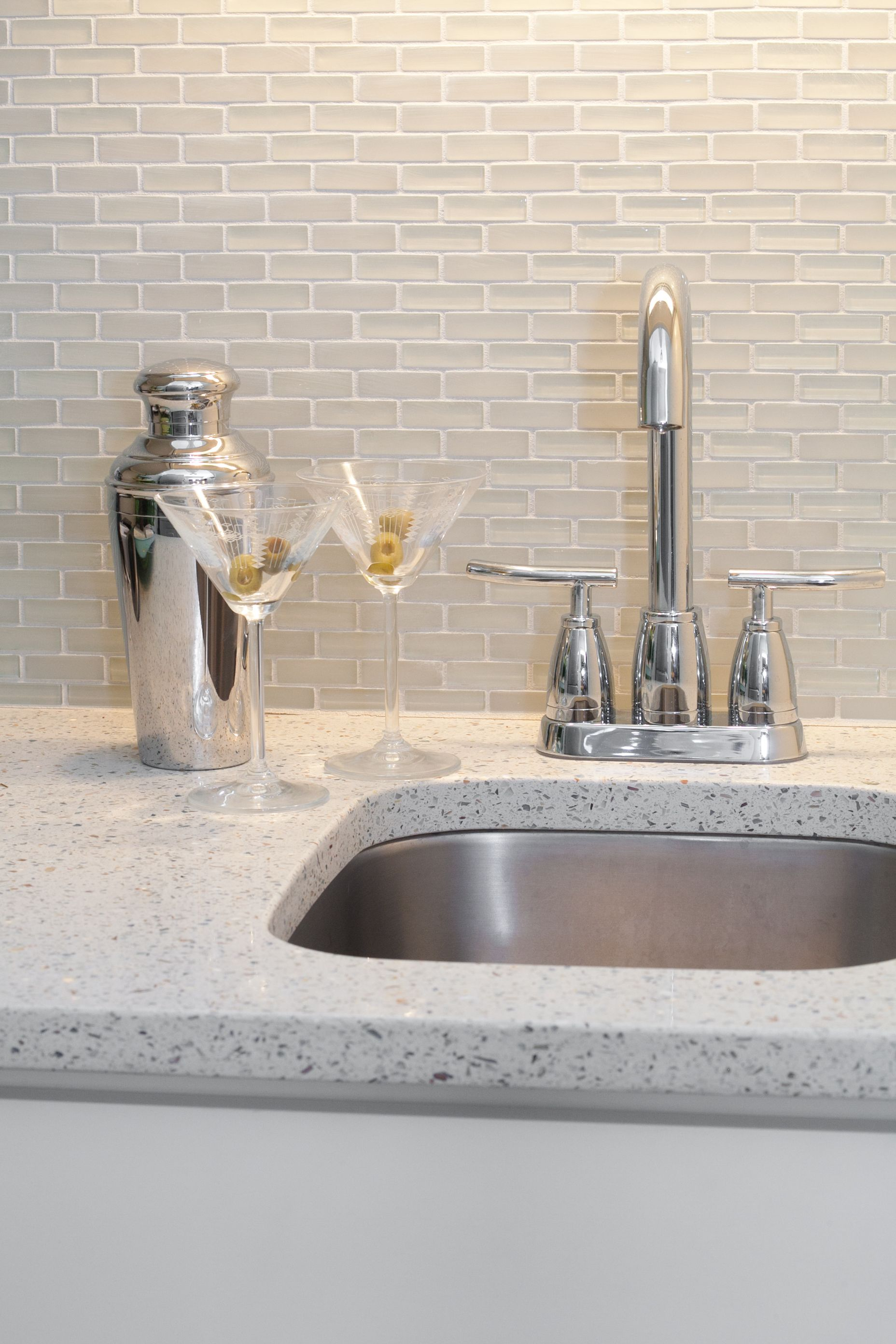 Great Little Bar In Geos Recycled Glass Surface In Ocean Shell Geosrecycledglasssurfac Glass Kitchen Countertops Kitchen Design Color Kitchen Cabinets Decor
