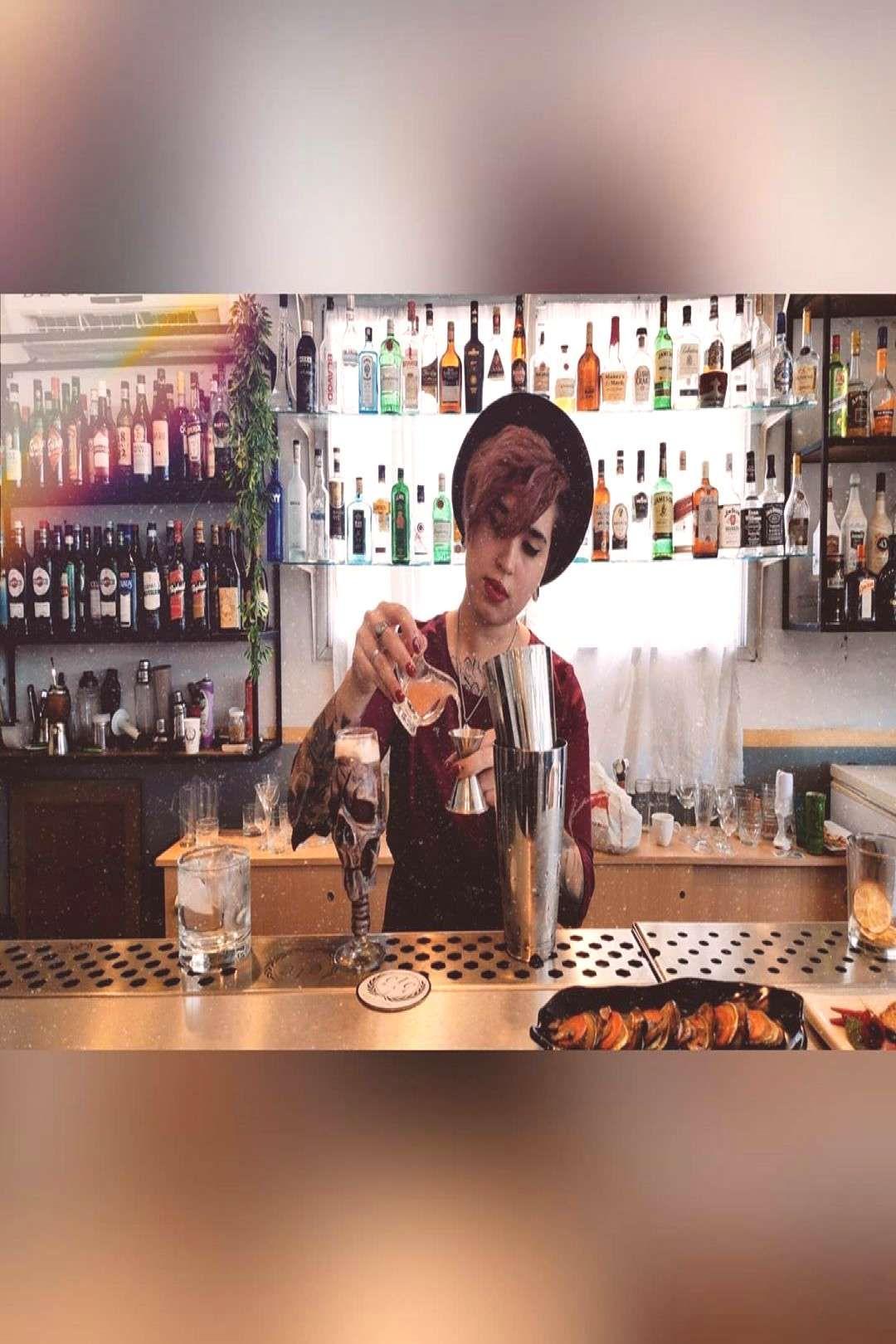 #personsittingdrink #bartender #merecelo #orgullo #siente #pichin #indoor #pero #ser #and #el #de #p #1 Siente ser el orgullo de ser Bartender, pero merecelo. - Pichin PYou can find Drinks and cocktail...