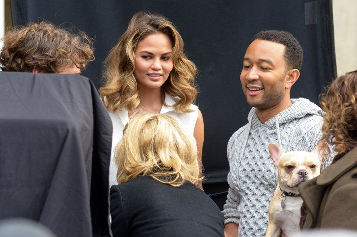 Pin for Later: Chrissy Teigen and John Legend Show PDA in the Street