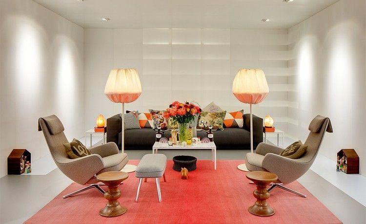 Schaukel Wohnzimmer ~ Elegantes wohnzimmer mit rotem teppich und repos sessel von vitra