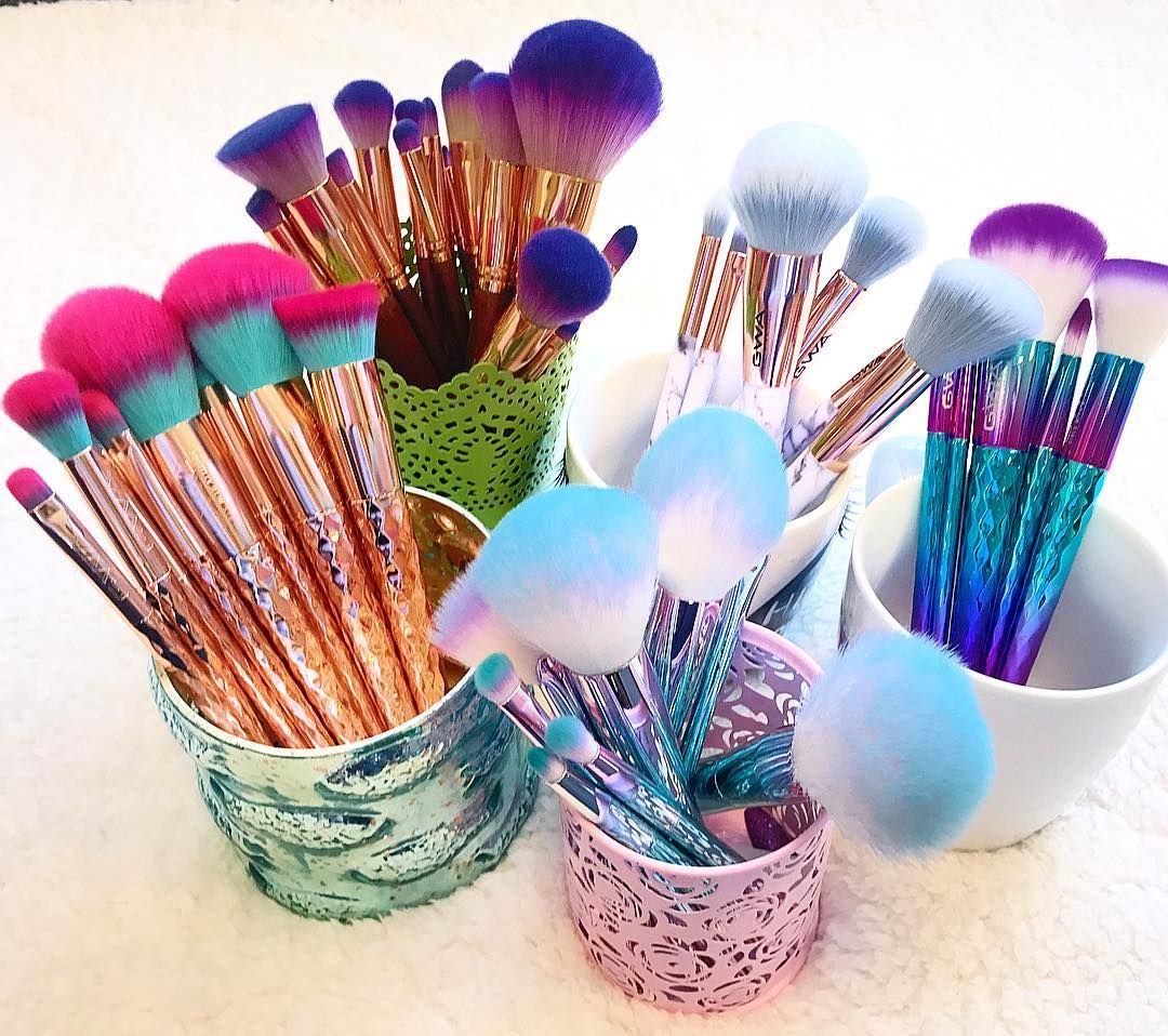 When you can't choose which GWA makeup brush set to add to