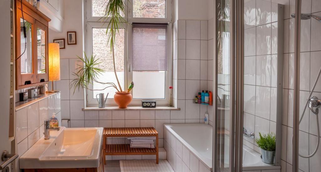 #hell #modern #Bad #Badezimmer #Einrichtung #Einrichtungsidee #Badewanne  #bathroom #bath #interior #homeinterior #interiordesign #bathtub