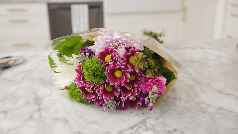 Turn 1 Super Cheap Costco Bouquet Into 3 Cute Arrangements Costco Flowers Cheap Flower Arrangements Cheap Wedding Bouquets