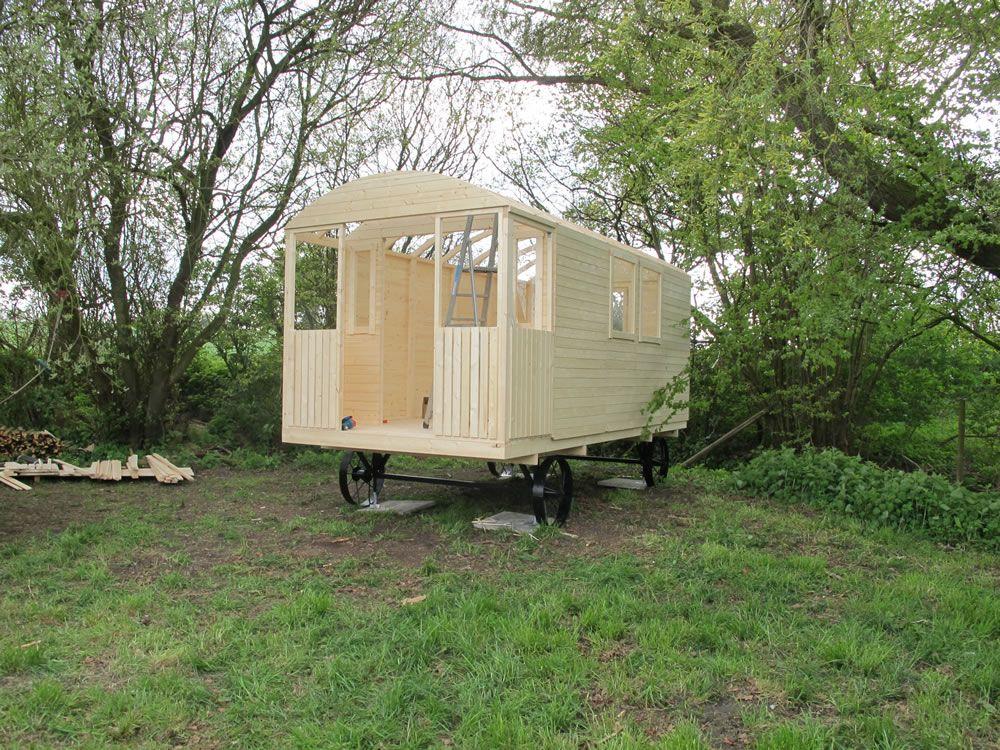 Shepherd hut tuin tuindeco blog anna 39 s gypsy wagon ideas pinterest gypsy shepherds - The mobile shepherds wagon ...