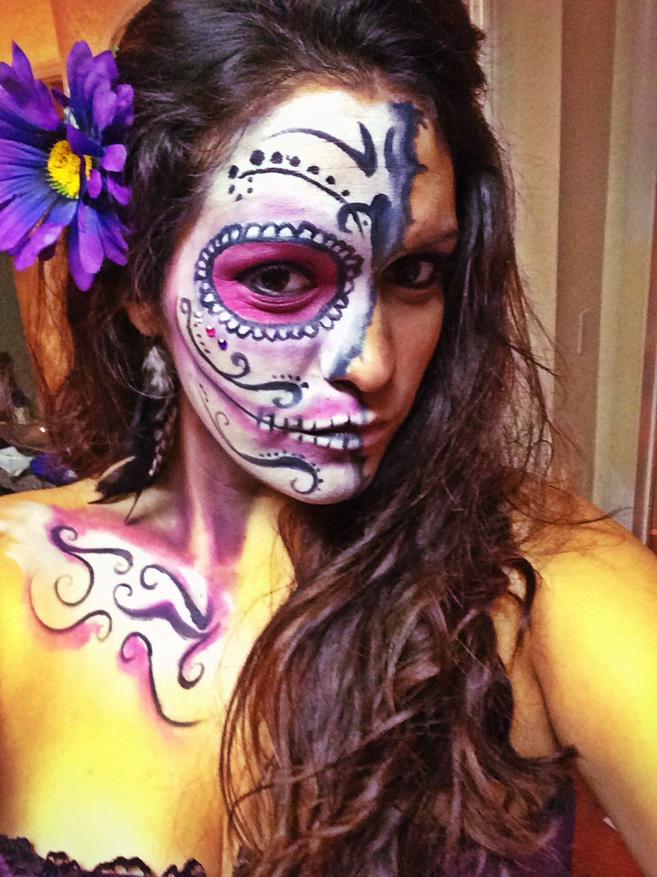 Day of the dead face paint (half mask) Black/white face paint (via ...