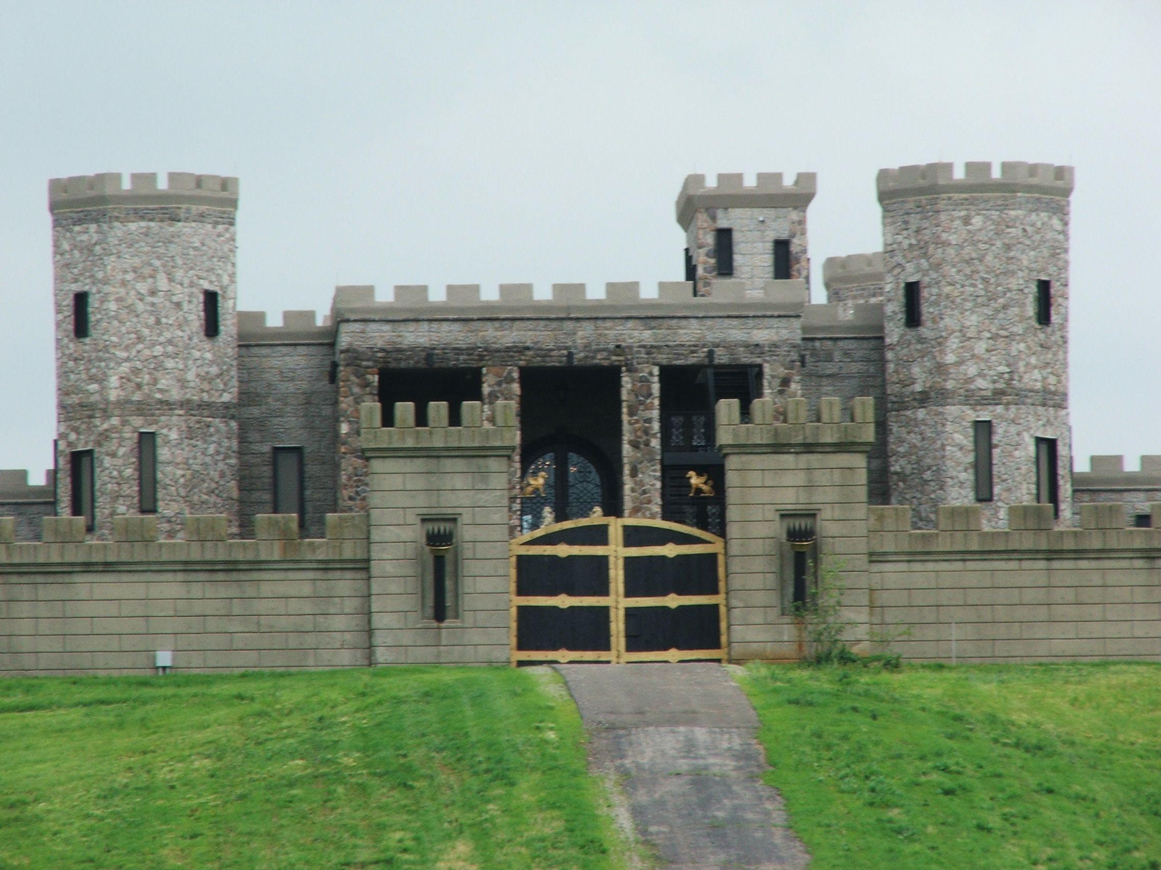 Versailles Castle Lexington Kentucky Is Now Open As A Hotel And Wedding Venue