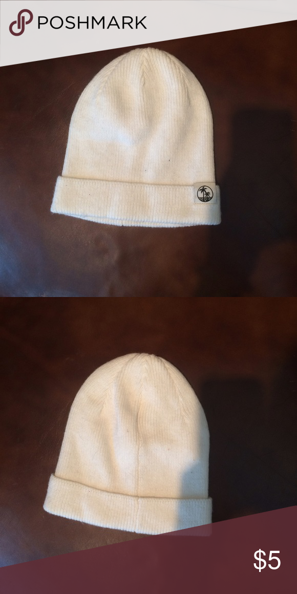 🚨Moving Sale🚨 Make an offer‼️White Beanie White beanie only worn a couple of times Accessories Hats