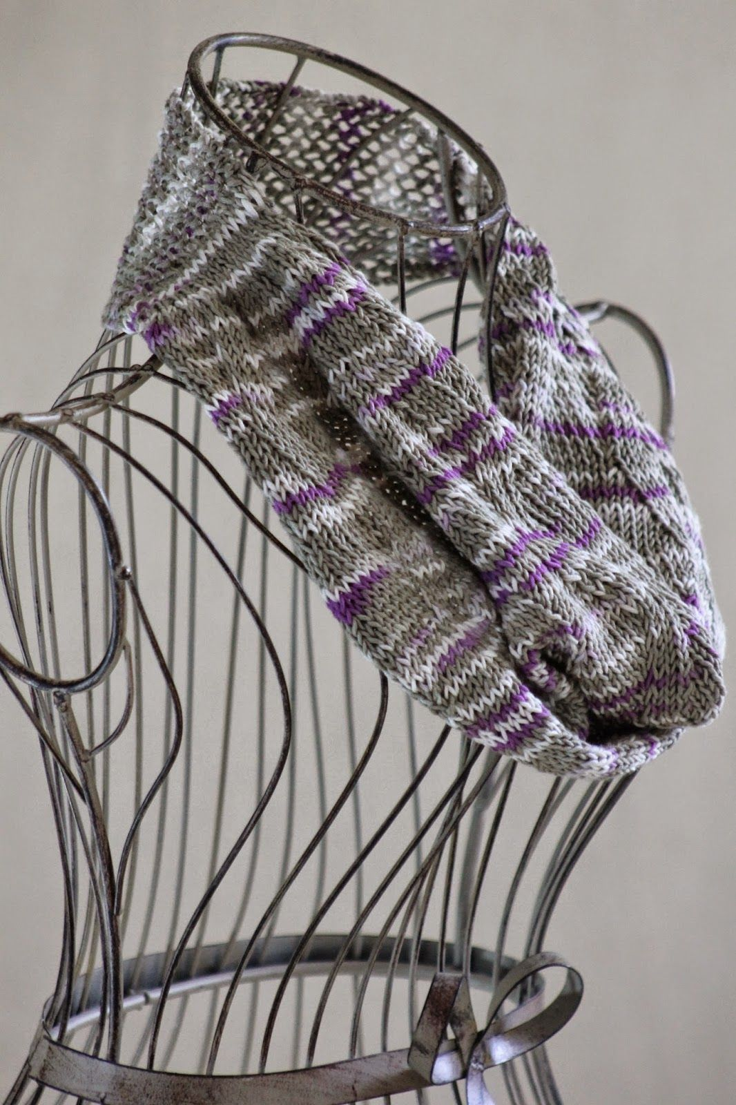 Balls to the Walls Knits: Zigzag Ribbon Stitch Cowl