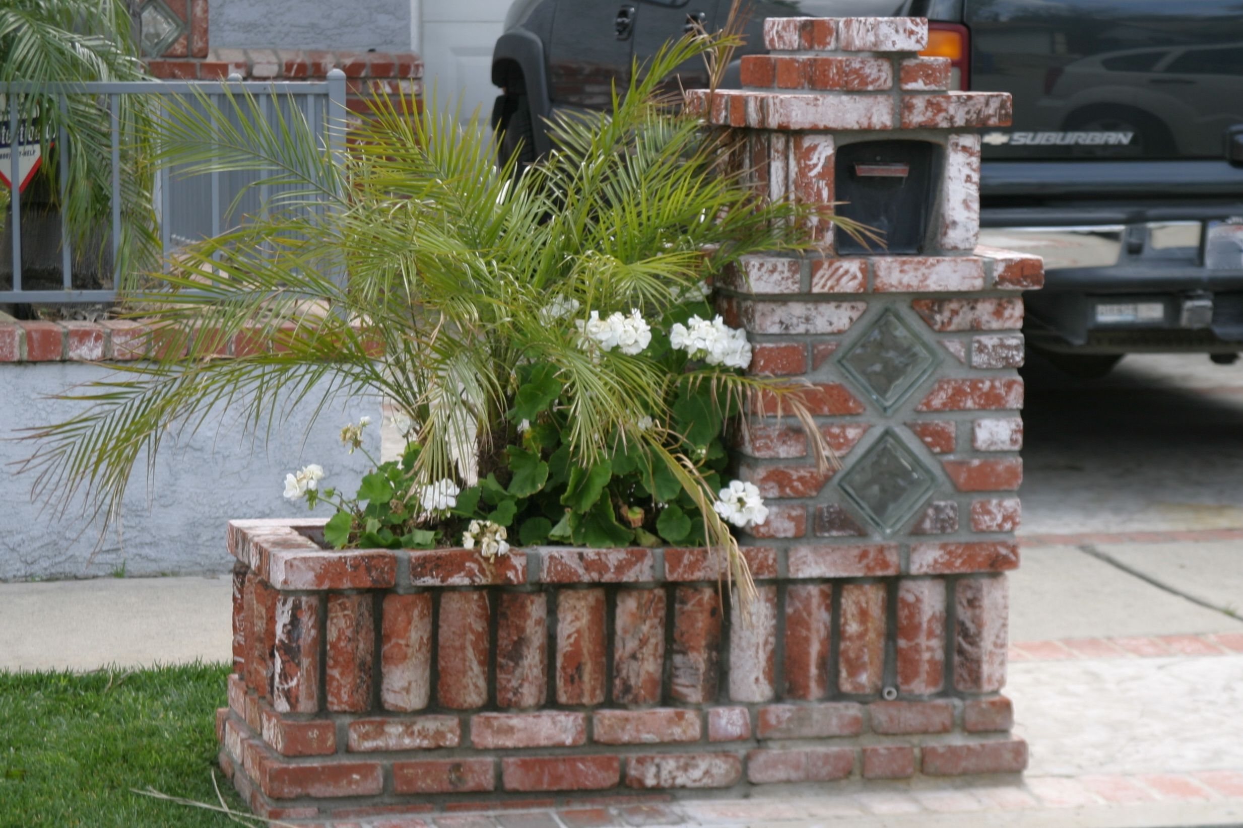 From Simple To Complex Mailboxes Brick Mailbox Mailbox Design Stone Mailbox