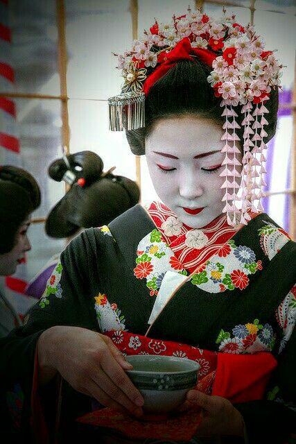 Pin By Lucee On A Geisha Life Japanese Tea Ceremony Japanese Culture Japanese Geisha
