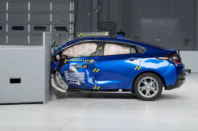 2017 Chevrolet Volt Earns Iihs Top Safety Pick Award Chevrolet