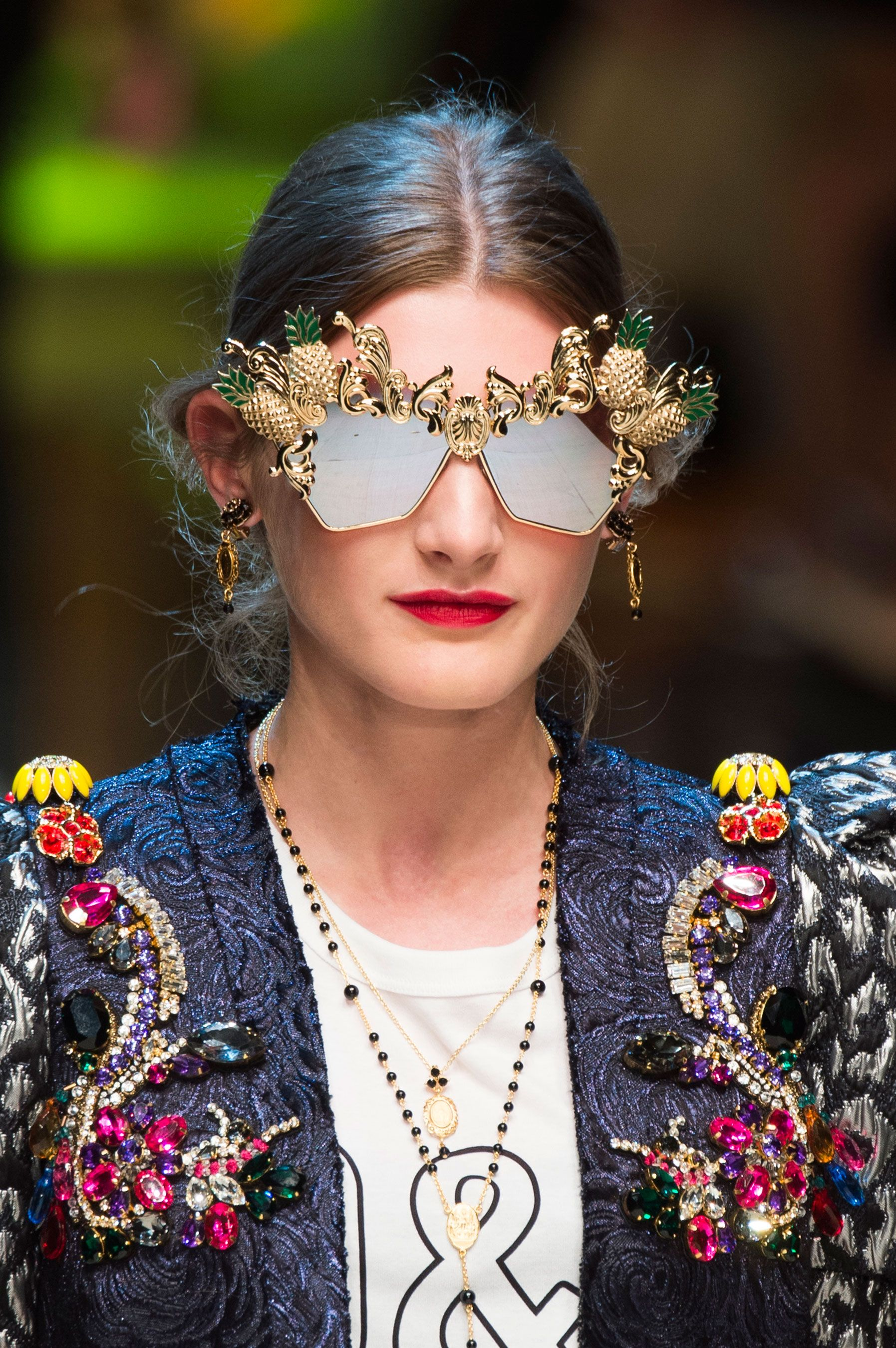 Dolce   Gabbana   Spring 2017 Details – The Impression   unusual ... 04bfb49f4f7c