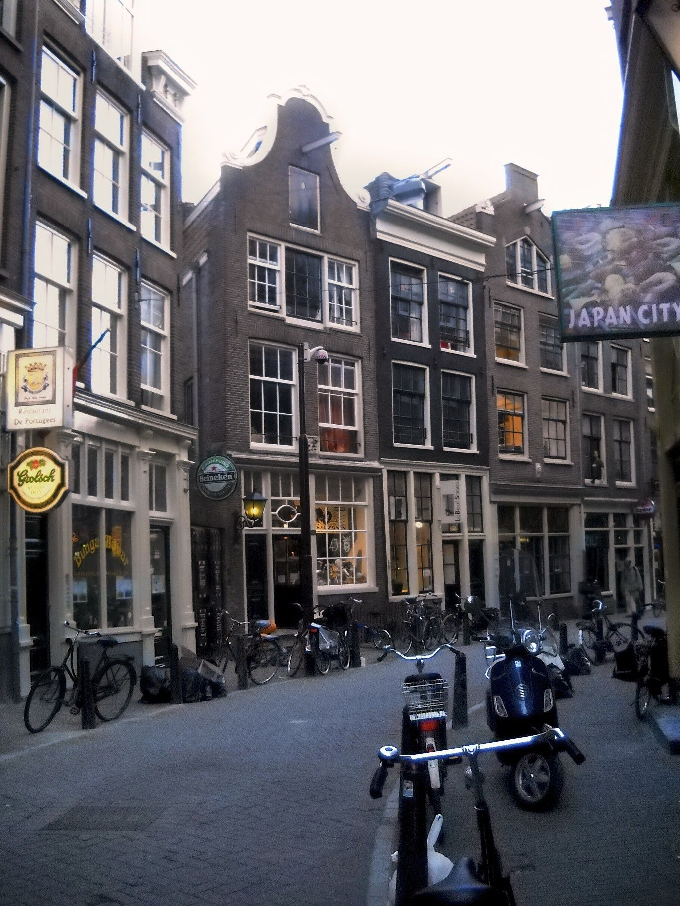 Amsterdam, Nederlands.