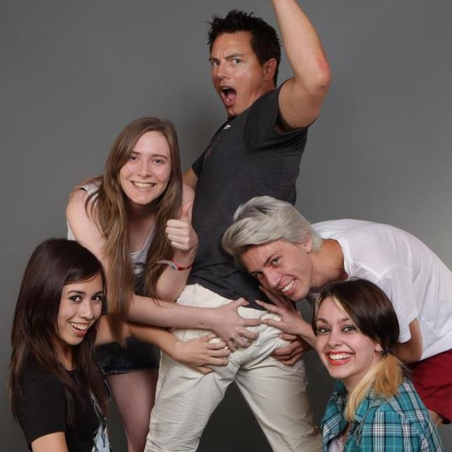 Some of my friends went to Fan Expo this year and had a photo taken with John Barrowman... - Imgur - OMG i want to do this!